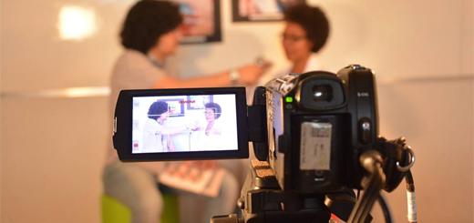 Sala do curso de Jornalismo apresentou várias linguagens da profissão. Foto: ACI/Ufop