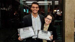 Flávio Ribeiro e Mariana Viana durante a cerimônia de premiação, em Belo Horizonte. Foto: Rodrigo Sena