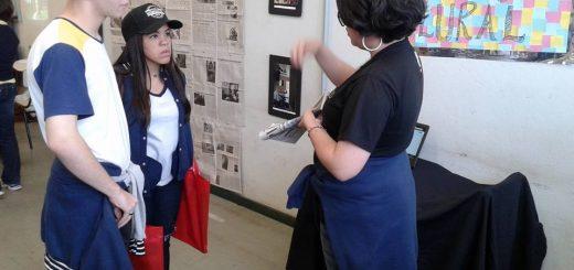 Estudantes do ensino médio conhecem projetos do curso de Jornalismo. Foto: Equipe Mostra de Profissões