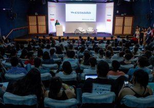 Auditório lotado no primeiro dia da Semana Estado de Jornalismo / Prêmio Santander Jovem Jornalista. Foto: Daniel Teixeira/Estadão